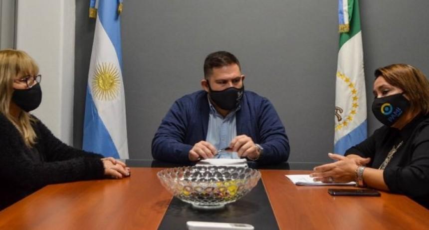 SE FIRMÓ UN CONVENIO MARCO DE COOPERACIÓN ENTRE LA SECRETARÍA DE MUNICIPIOS, LA MUNICIPALIDAD DE FONTANA Y PAMI