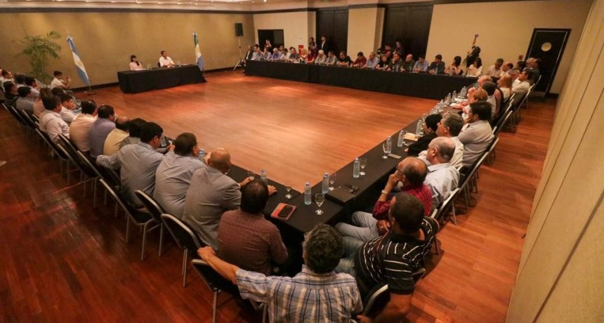 """Capitanich pidió a los intendentes """"construir una gran concertación política, económica y social"""""""